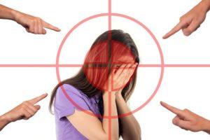 Proporcione a su hijo adolescente los siguientes consejos sobre el acoso escolar y analícelos juntos: